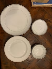 DINNERWARE SET OF PLATES (13)