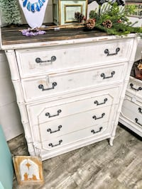 Broyhill Dresser & Chest of Drawers