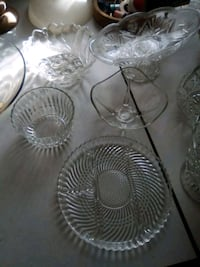 two round clear cut glass bowls Hamilton, L8M 1Z5