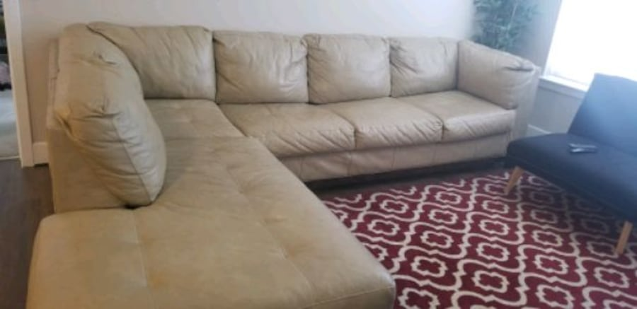 MUST GO!! Leather Sectional/ Ottoman. Make Offer a4f9d091-6415-4fbf-aedf-f176f4cd37cc