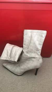 Le chateau leather white print heel boots