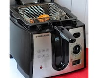black & decker deep fryer. Just used no more than 5 time. Very good condition.  It is available if ad is on. The pickup location is same on the map. Thanks. Mississauga, L5J 1J4