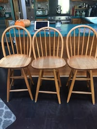 three brown wooden windsor chairs Centerport, 11721
