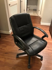 Computer chair. 6 months old. Originally purchased for $70   Washington, 20002