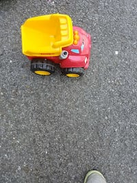 toddler's yellow and red plastic dump truck toy Laval, H7N 1R4