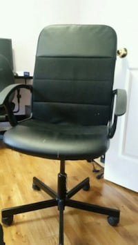 black leather padded rolling chair Milton, L9T 7C2