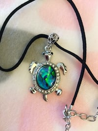 """Pretty Shell metalTurtle  pendant necklace / Leather - chain 18""""inch long NEW Alexandria, 22311"""