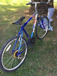 Blue and gray huffy hardtail bicycle Newark, 19702