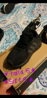 pair of black Adidas NMD shoes with box Salinas, 93906