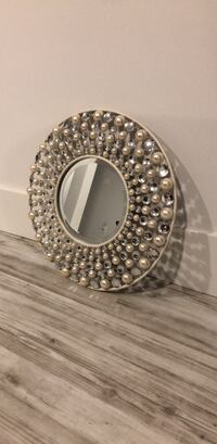 Round mirror with pearls and crystals Surrey, V3Z