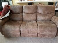Like new recliner sofa SPRINGFIELD