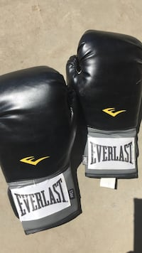 Boxing gloves, excellent condition Edmonton, T5Y 0R7