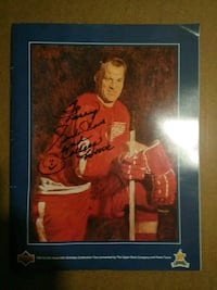 Upper Deck booklet with Gordie Howe autograph! Northville, 48167