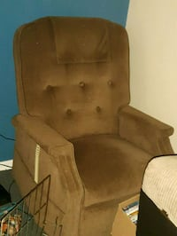 brown suede recliner lift chair Newmarket, L3Y 2Z6