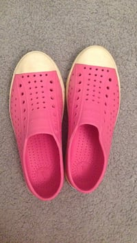 pair of pink rubber clogs Silver Spring, 20904