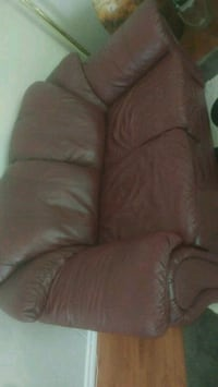 Sofa 100% leather in excellent condition Calgary, T2Y 3R9