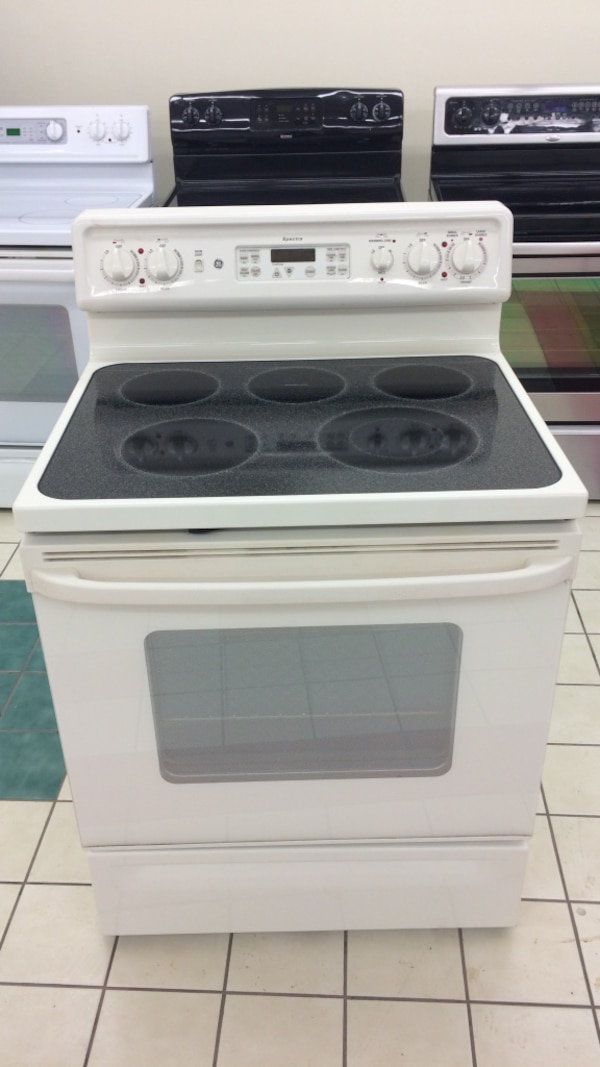 Used Ge Spectra 5 Burners Self Cleaning Oven Ceramic Top Electric Stove In Great Working Conditions For Dundalk Letgo