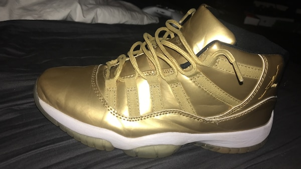 outlet store 3d6fc d46ca Unpaired of gold Air Jordan 11 negotiable