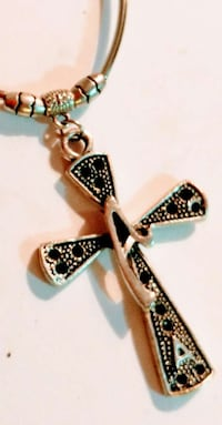 gold and black cross pendant neclace Saint Catharines, L2R 7G3