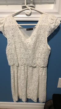 Women's white floral scoop-neck dress medium size New Tecumseth, L9R