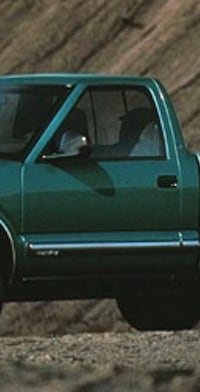 Green chevrolet s-10 pickup truck doors 343 mi