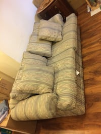 Couch Mississauga, L5B 4C8