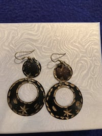 Women's Gold And Black Coloured Earrings Calgary, T2M 2P2