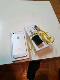 silver iPhone 5s with box 64gp unlocked  Montréal, H4V 2W7