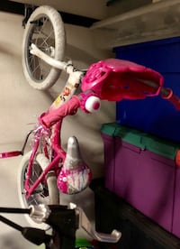 "Girls bike princesses 16"" wheels with training wheel too 762 mi"