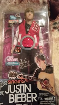 Singing Justin Bieber like figure in the box never been opened Versailles, 40383