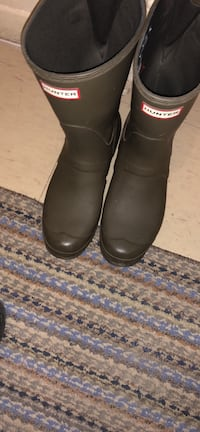 Size 10 women's hunter boots (one foot has a rip ) but can be repaired Toronto, M9W 2P2