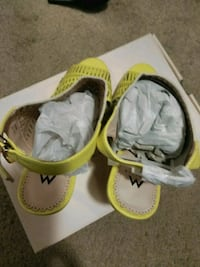 pair of yellow-and-white sandals Lithonia, 30038