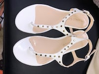 Pair of white leather open-toe sandals size 6 Clinton Township, 48035