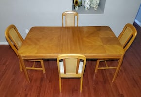 Light Brown Wood & Wicker Extending Dining Table & 4 Chairs w/ Cover