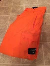 Quicksilver Boys size 10 ski pants. Great condition.  2471 km