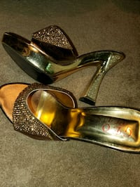 Fancy golden slipper heels size 6-7