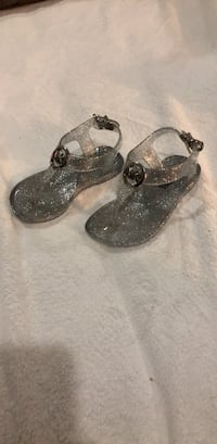 Michael kors jelly sandals size 5 for toddlers Mercedes, 78570