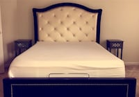Queen Bed Set with Night Stands & Dresser < 1 km