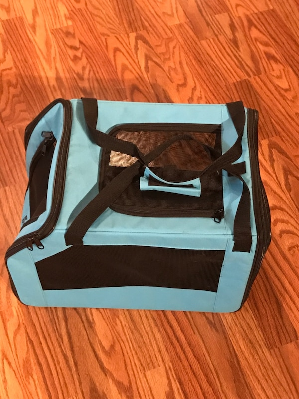 Small pet carrier - New 15302261-d790-4a0f-bd27-854dc6318673
