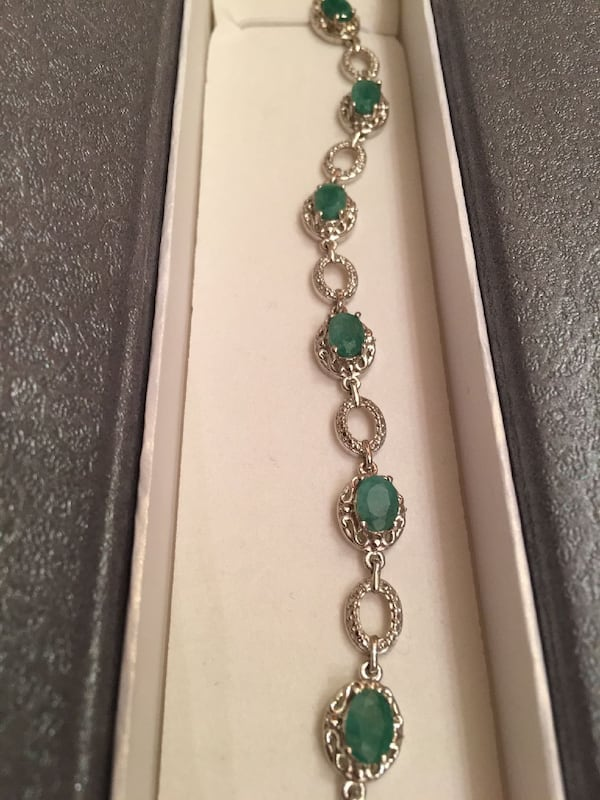 silver-colored green beaded bracelet 7f598348-9d4e-4473-a557-183fbebbbbc7