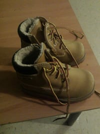 Gentle used boys boots  725 km