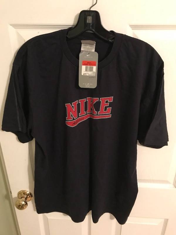 Black nike crew-neck t-shirt