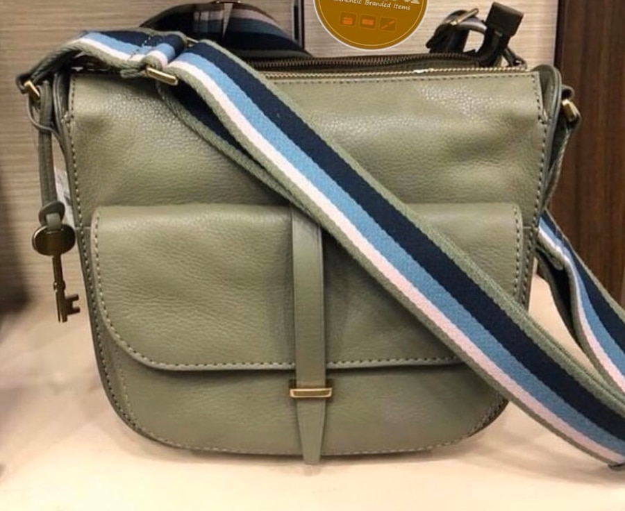 Photo $80 SUNDAY ONLY!! Fossil purse LEATHER