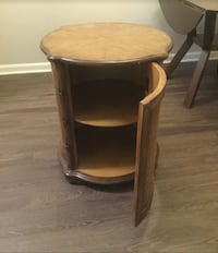 Round end table Louisville, 40241