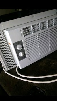 white window-type air conditioner Lincoln Park, 48146