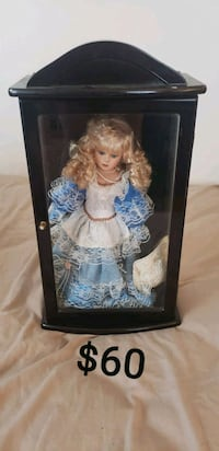 brown haired female porcelain doll Monroe, 48161