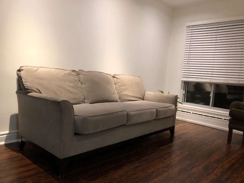 3 Seater Classic Couch 69f6cd15-ef80-406c-a89c-ff564b68db3a
