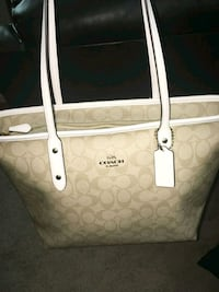 Coach bag brand new with tags perfect xmas gift Edmonton, T5X 6J5
