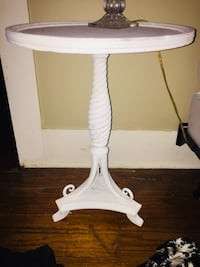 Great project piece. 1 coat of chalk paint...never finished the project piece Monroe, 71201