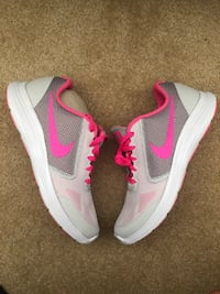 New Nike Shoes Size 6.5Y Mississauga, L5M 6V7